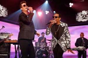 Jimmy Kimmel Live is replaying my performance with Charlie Wilson on his song #SmileForMe on July 7th. Watch it on ABC.