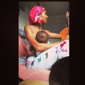 ... motherhood  #breastfeeding #soulfeeding @champagnepapi #guitar #lifeisgood #❤️