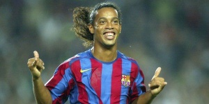 "VIDEO - Ronaldinho sort son premier morceau ""Sozinho"" !"