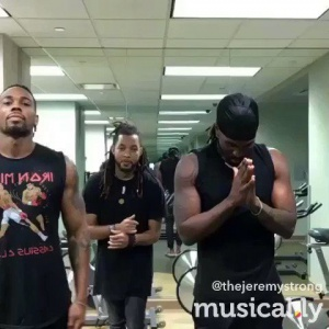 #TourLife mid-workout @TheJeremyStrong @Dizzyd718 https://t.co/h7URZ8UhhR