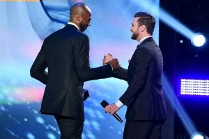 #SundayFunday! Watch @KobeBryant present the Decade Award to JT at #TeenChoice Awards THIS Sunday 8pm ET!!! -teamJT https://t.co/NdSUT7MbJW