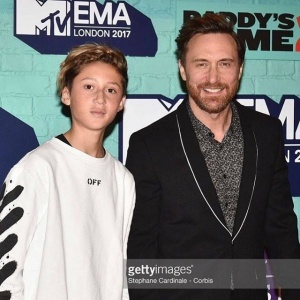 First red carpet with my son @elvisguetta @mtvema