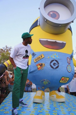 MY FRIEND AND I AT THE CARNIVAL @despicableme #nicejeans #ad #smellsgood