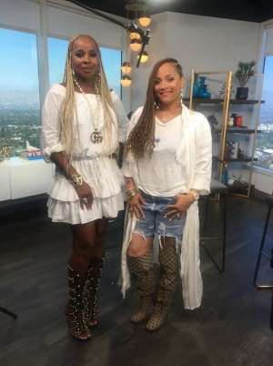 Simone I. Smith and I are talking #SisterLove on E! Online   tonight at 7pm! #QueenzRekANizeQueenz.