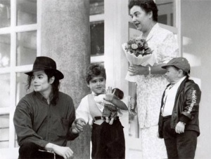 """No matter what it takes, I'm not going to let this child die…I sent people all over the world to find a liver for him…I was so happy when I got a phone call and they said, 'we found the liver.'"" – Michael Jackson  On a visit to Budapest in 1994, Michael"