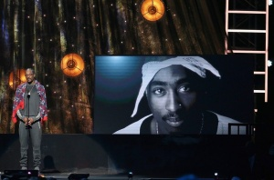 4.7.2017.  @SnoopDogg inducts Tupac into the Rock and Roll Hall of Fame. https://t.co/X6b8UXvjDb
